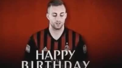 23岁生日快乐!巴萨青训球王在米兰重生 1V3轰惊天处子球