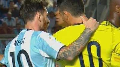 哥伦比亚落后J罗情绪失控 梅西主动安抚对手