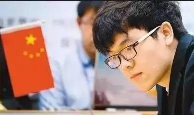 柯洁合影力压日本七冠王一头_网友:身高棋盘上也要
