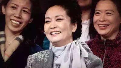 彭麻麻上综艺节目啦 衣着朴素宣传防治肺结核