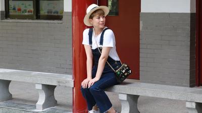 海清亲自上阵拍摄感恩短片 重游校园述童年趣事