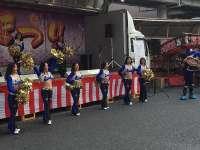大阪钢巴啦啦队中场秀 激情四射助力球队