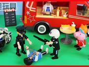小猪佩奇游乐场被抢劫了,警察抓坏人的玩具故事下集