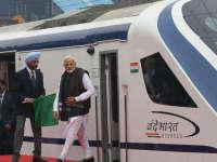 印度首辆国产高铁第二天抛锚