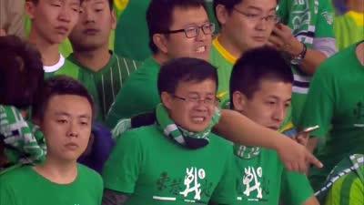 直击绿城降级赛后谢场 球迷痛哭球员纷纷落泪