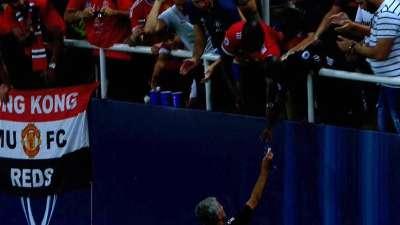 还是那个穆里尼奥!穆帅不要亚军奖牌送给场边球迷