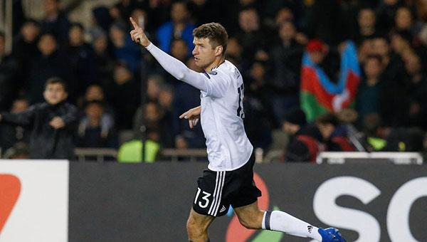 德国4-1全胜领跑 荷兰主帅下课
