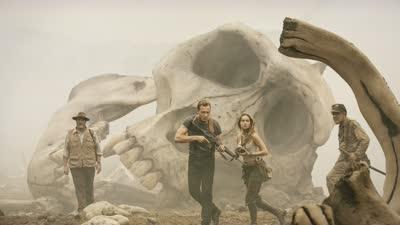 《金刚:骷髅岛》曝首款预告 超大型金刚若隐若现