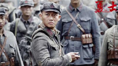 《勇士》主题曲《不息之河》剧情版MV 杨坤献唱