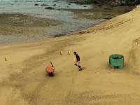 """多大仇多大怨 牛人沙滩跑酷玩转""""破坏版""""超级玛丽"""