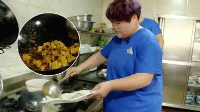 胖友团遭遇突击检查 集体学习健康饮食烹饪