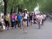 玖月奇迹 - 踩踩踩(广场舞版)