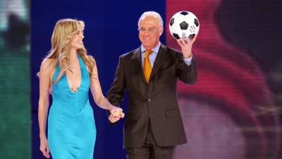 官方回顾世界杯抽签历史  罗纳尔多贝利现身成经典