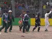 F1澳大利亚站正赛 阿隆索撞车后无大碍自行走出座舱