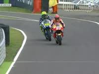 MotoGP阿根廷站正赛 罗西马奎兹进站换车