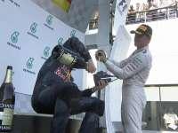 Shoey!F1马来西亚站正赛:里卡多邀请众人喝靴酒