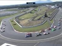 WEC富士六小时正赛:发车韦伯将六号赛车挤上草地