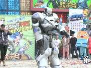 中国首个机器人艺人NK01亮相北京欢乐谷 国际时尚文化节盛大开幕