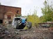 这什么车?能在废工厂飞檐走壁