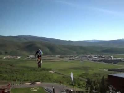 [视频]刺激!摩托车极限动作分分钟掀起高潮