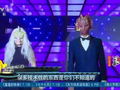 [视频]张丹峰变身特效化妆师 现场体验特效手模制作