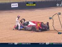 勒芒24小时耐力赛:46号失控撞车 30号冲入砂石区