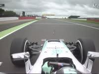 F1英国站FP1 罗斯伯格Copse弯走大