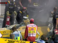 F1马来西亚站FP1 雷诺现场拆车检查内部情况