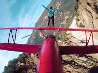 像风之谷一样站在红色飞机上 这平衡力开了挂