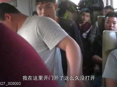 湖南永州:超员又有新花样 彪形大汉厕所藏
