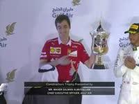 香槟时刻!维特尔领奖台高举冠军奖杯