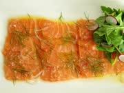 塔塔酱配三文鱼薄片