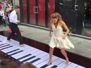 想跳芭蕾一样的弹奏钢琴 你肯定没看过!