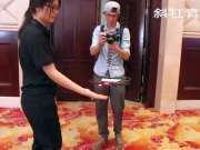 影视器材广州展览,小姐姐现场展示,手控大疆最新产品Spark