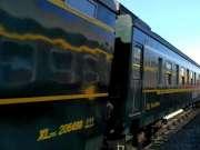 1457次列车快速通过瓦房车站