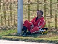 WEC上海站排位赛:辛苦的马修小哥在赛道边睡着啦