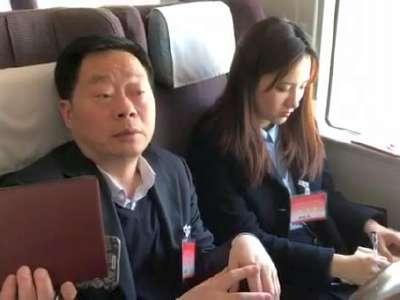 红网时刻新闻记者采访全国人大代表何寄华