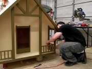 男子折腾半天弄出个小型豪宅,原来是为它准备的新家!