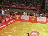 广东球王罗杰挑战NBA巨星霍华德 超远投篮嗨翻全场