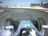 F1马来西亚站FP1:汉密尔顿赛车大力锁死冲出赛道