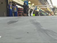 F1巴西站FP1:汉密尔顿赛车在维修区里托底