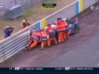 勒芒24小时耐力赛:35号赛车失控撞上护墙