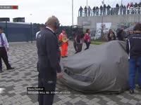 F1英国站FP3:埃里克森赛车运出场外