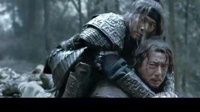 《大兵小将》片段:小将王力宏狂扁大兵成龙,遇黑熊二人秒怂
