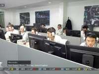 F1阿布扎比站正赛 梅奔策略室中一片紧张