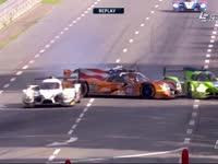 勒芒24小时耐力赛:49号与40号撞车打Kiss