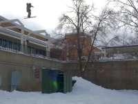 厉害了在墙上滑雪 多次面壁终究练就一身撞墙神功