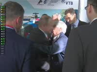 普京大帝再次亲临现场 总统颁奖已成为俄罗斯站传统