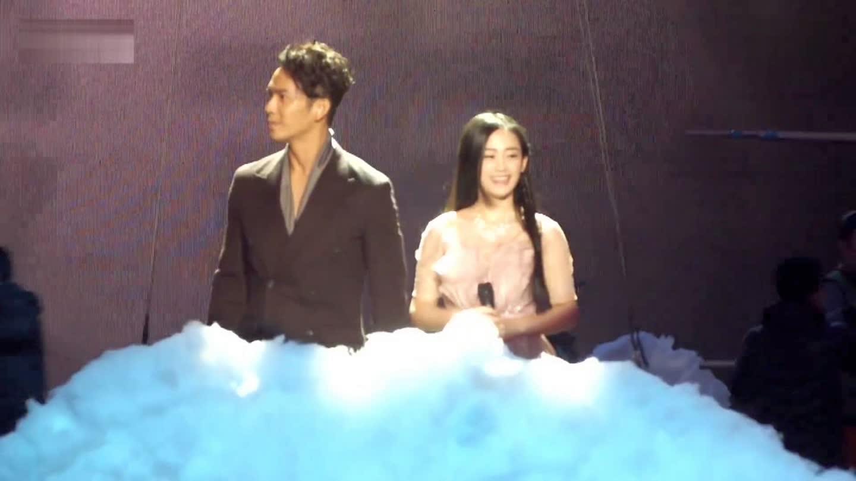 钟汉良 东方卫视跨年演唱会直播现场《》图片