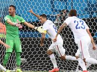 邓普西球门前抢点得手 美国2-1反超葡萄牙